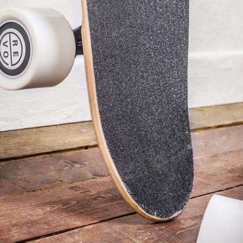 Arpentez les villes en skate avec REVOE