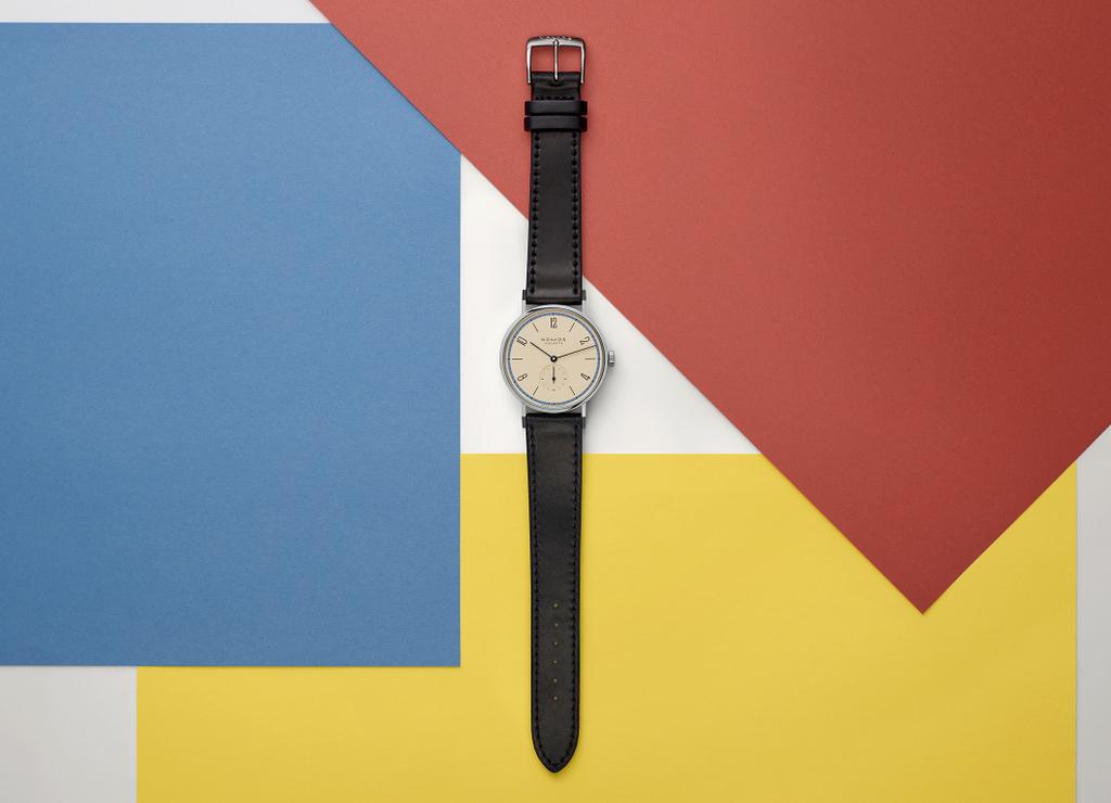Un siècle de Bauhaus avec la Tangente deNOMOS Glashütte