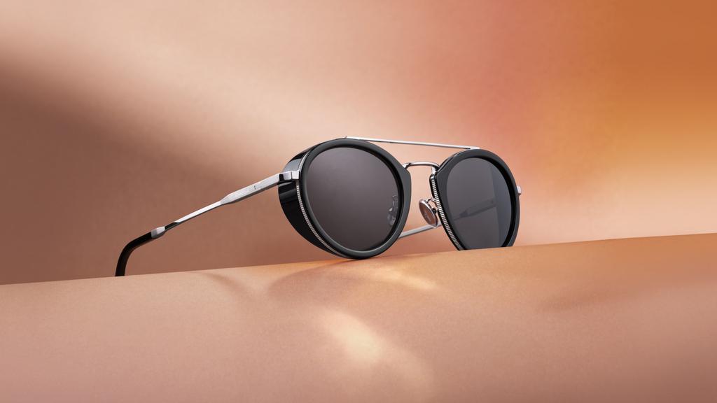 Omega dévoile ses plus belles lunettes de soleil pour un été bien mérité