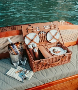 L'hôtel iconique 5* Il Sereno propose un déjeuner sur le lac de Côme